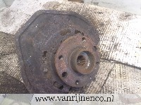 Opel Vectra B (36) Sedan 1.7 TD (X17DT(TC4EE1)) STUB AXLE RIGHT FRONT 1996