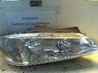 Peugeot 406 (8B) Sedan 2.0 S,SL,ST,STX 16V (XU10J4R(RFV)) HEADLIGHT RIGHT 1997  0301037022